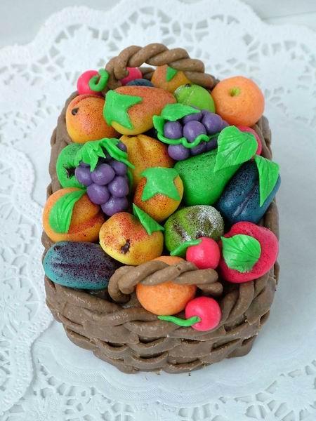 Dort modelovaný košíček s ovocem