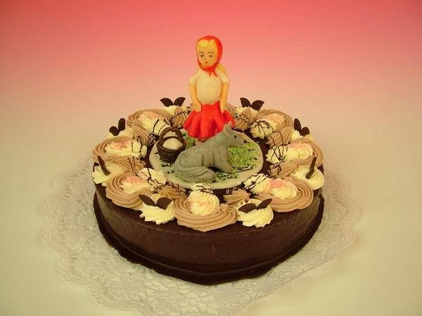 """Dort kulatý """"čokoládový"""" s červenou karkulkou"""