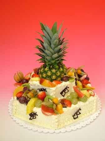 Dort šestihran dvoupatrový s čerstvým ovocem