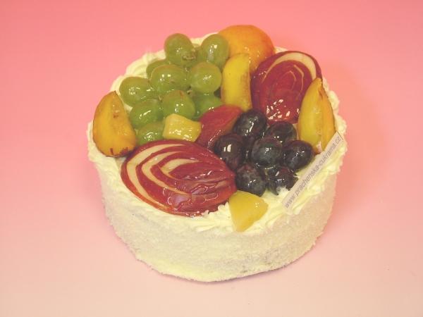 Dort batul s čerstvým ovocem