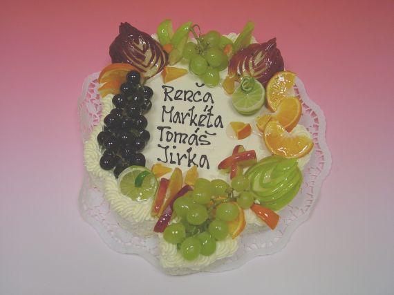 Dort malý čtyřlístek s čerstvým ovocem