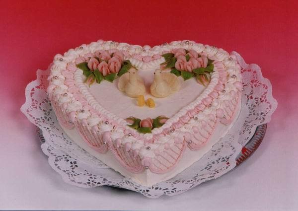 Dort svatební srdce s párem holubiček